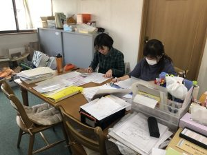 作業中のスタッフ